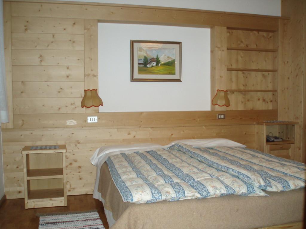 Camere da letto matrimoniali in legno stile montano - Camere da letto matrimoniali complete ...