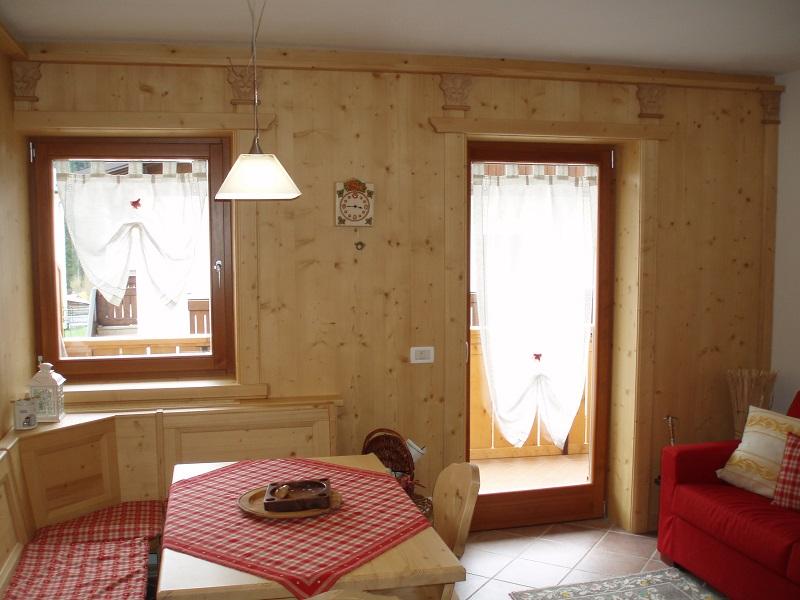 Salotto in legno su misura
