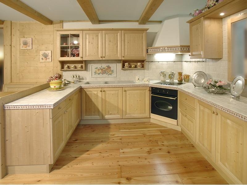 Cucina in legno in stile montano - Cucine in abete ...