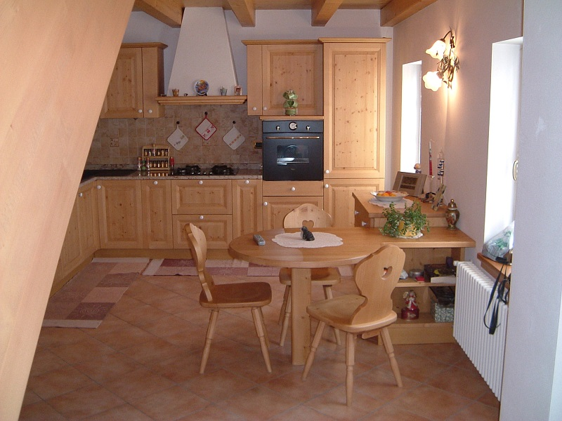 Sala cucina tipica in legno