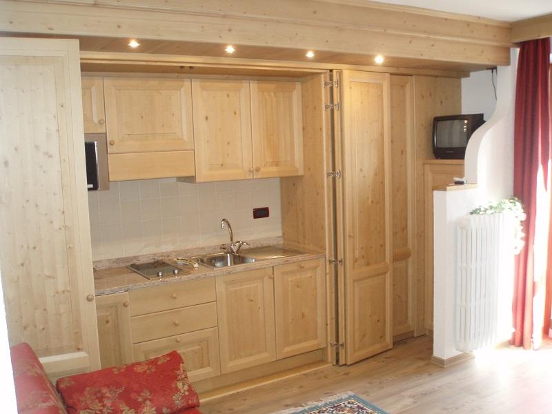 Cucina in legno in stile montano - Cucine in legno chiaro ...